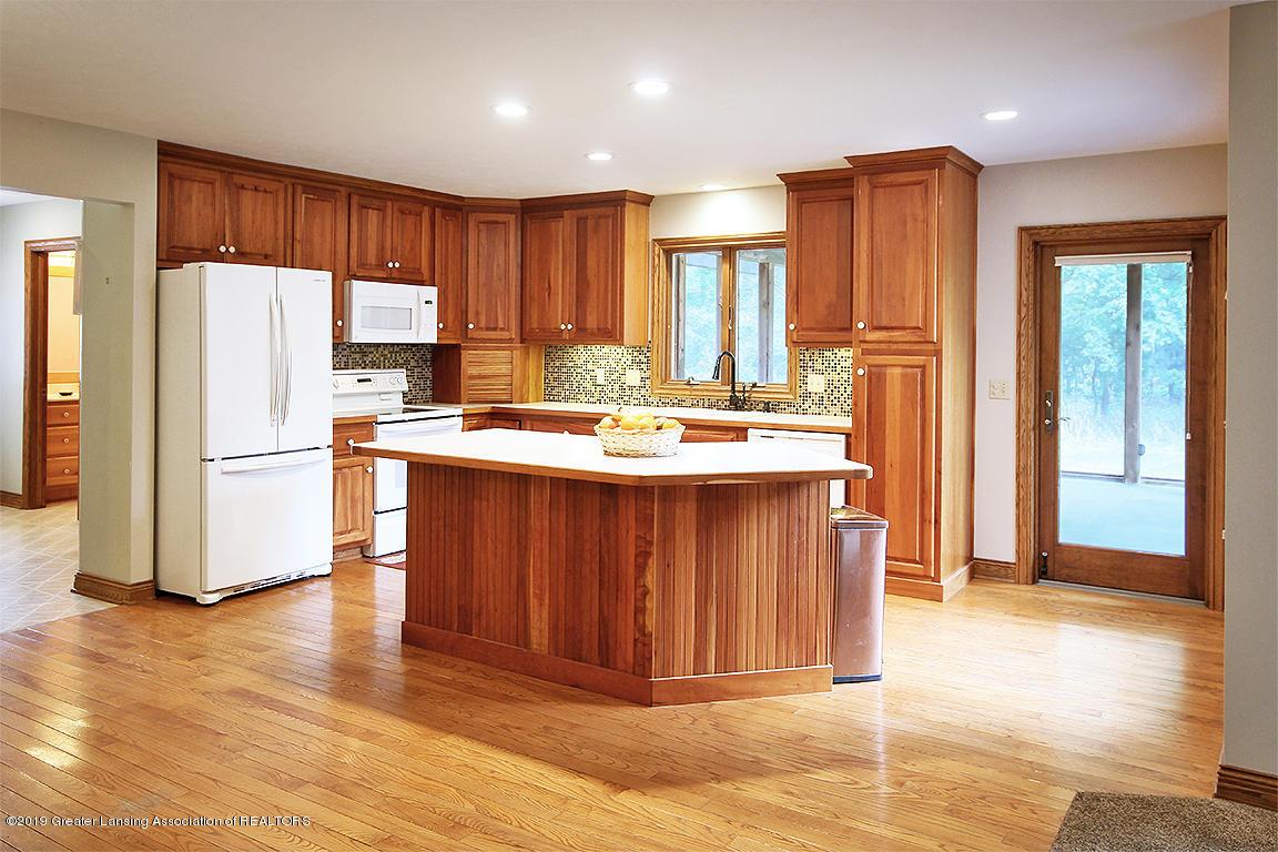 4084 Hulett Rd - Kitchen - 11