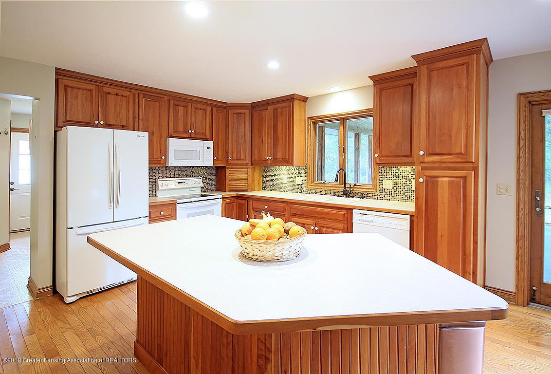 4084 Hulett Rd - Kitchen - 12