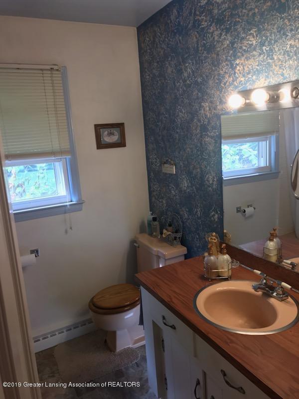 306 S Baker St - Bathroom - 6