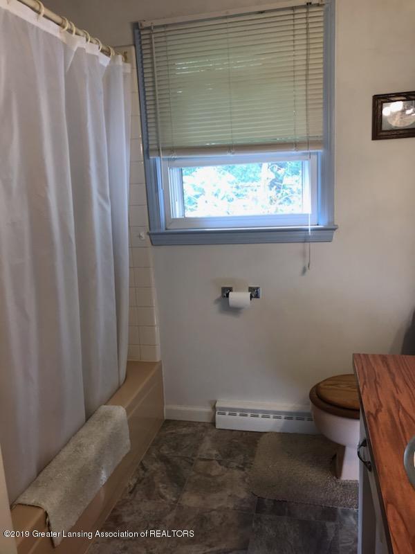 306 S Baker St - Bathroom - 7