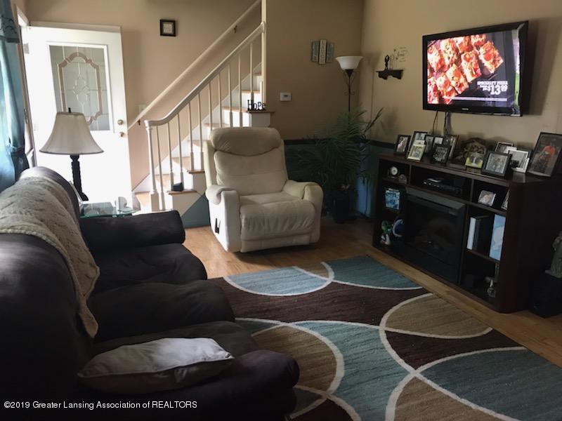 306 S Baker St - Living Room - 2