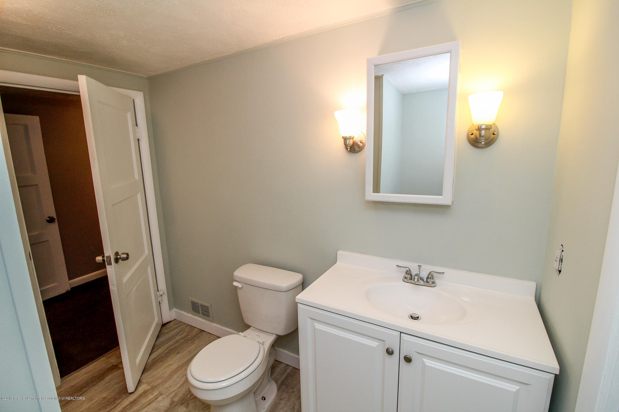 124 Northlawn Ave - 35 Second Floor Bathroom 4 - 30