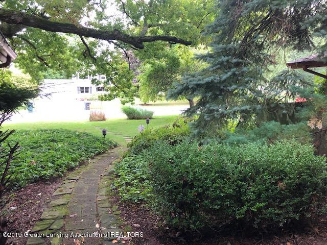 408 Curtis Rd - Front Walkway - 31