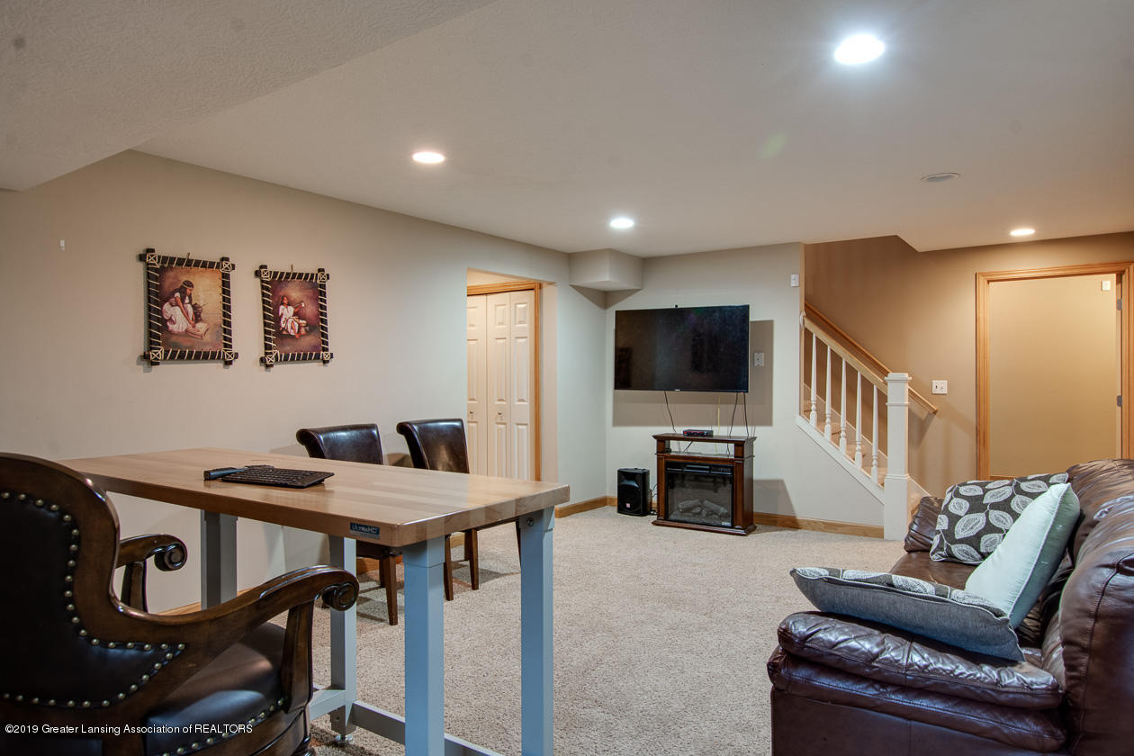 13295 Speckledwood Dr - Lower level family room - 21