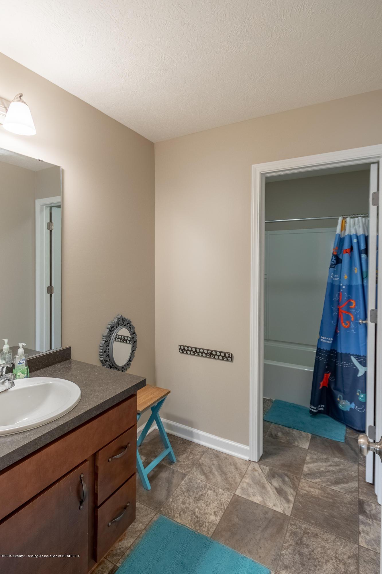 3758 Shearwater Ln - 2nd floor bathroom - 40