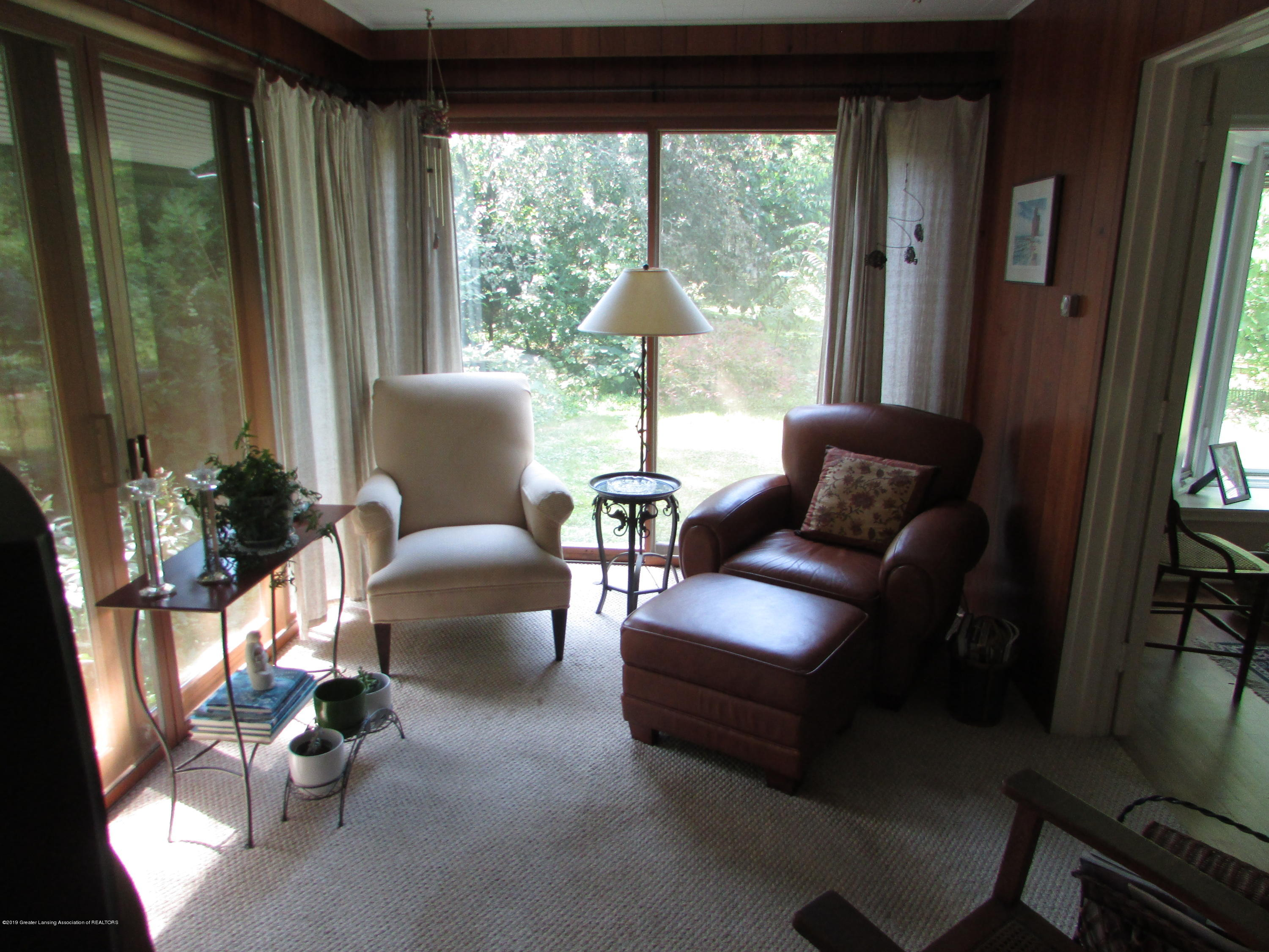155 Maplewood Dr - Sun Room - 16
