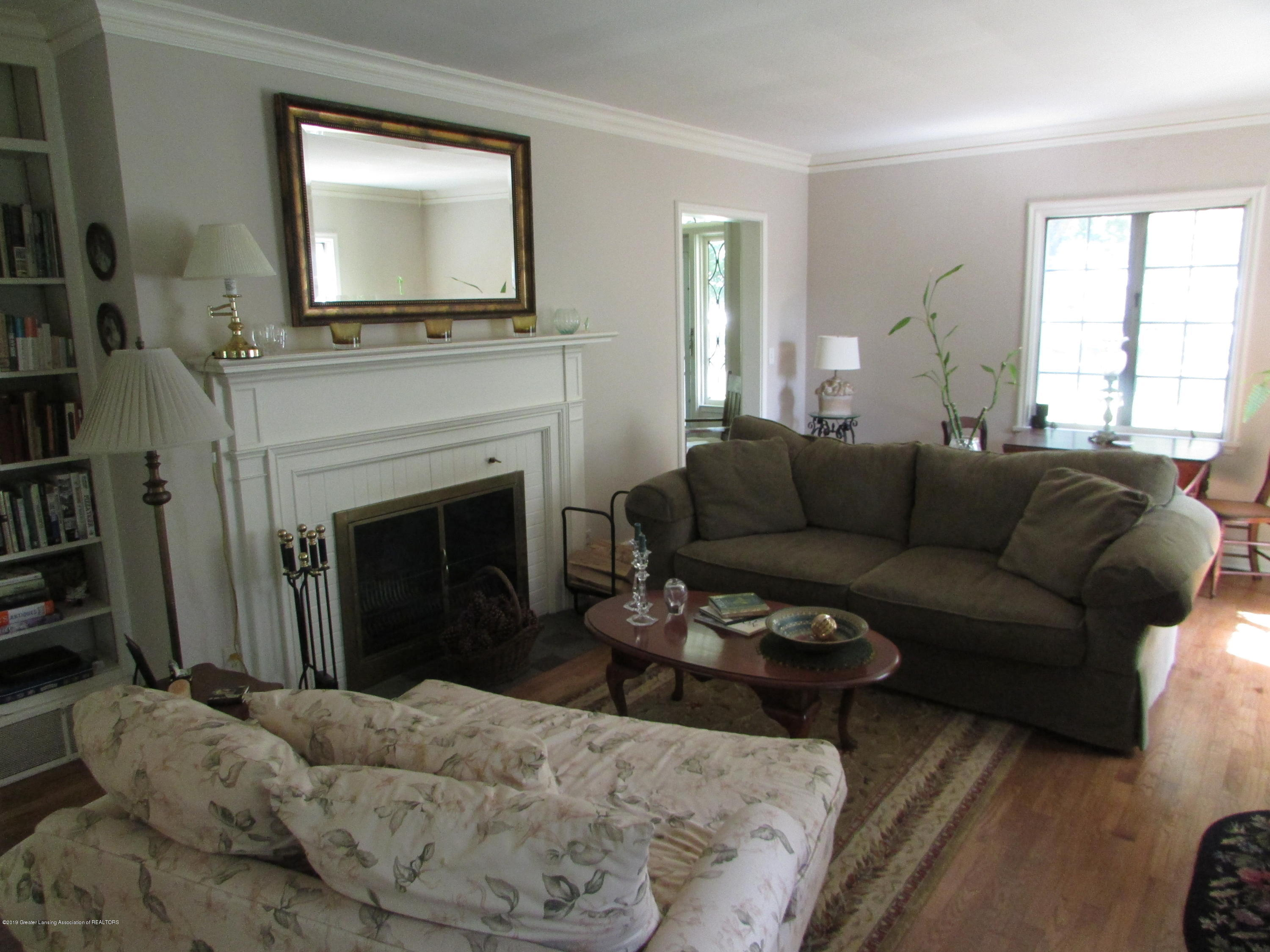 155 Maplewood Dr - Living Room - 3
