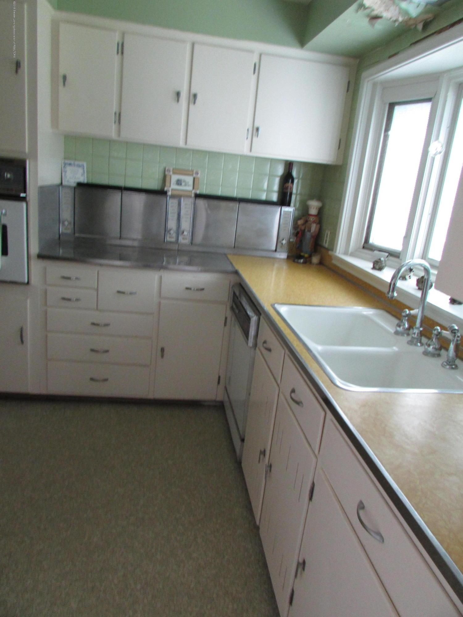 155 Maplewood Dr - Kitchen - 9