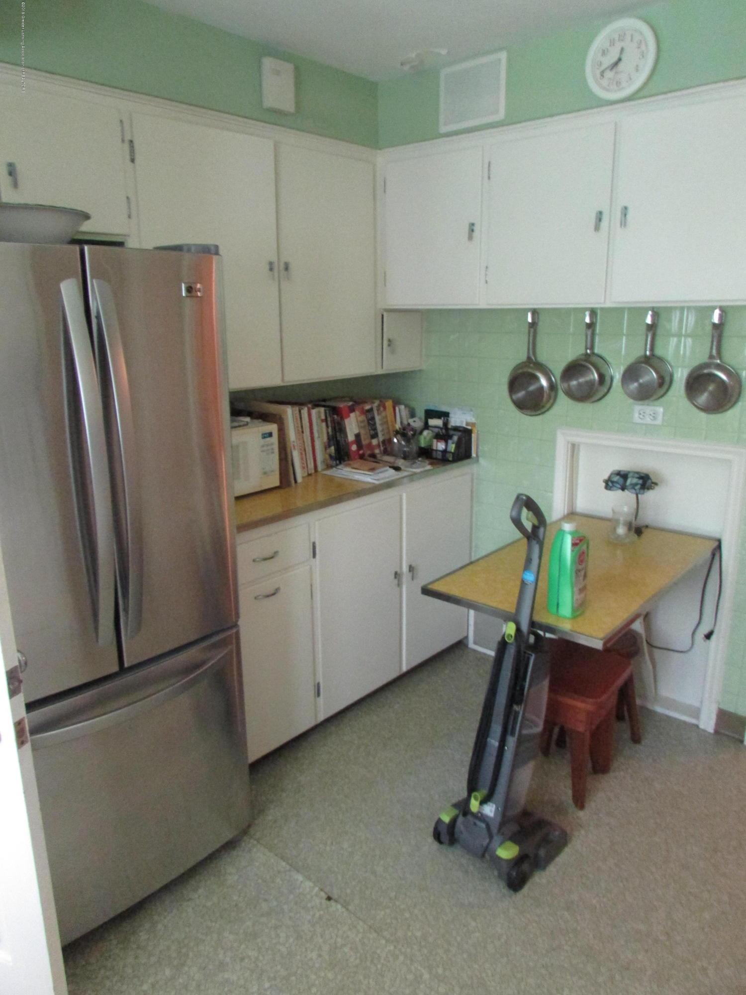 155 Maplewood Dr - Kitchen - 8