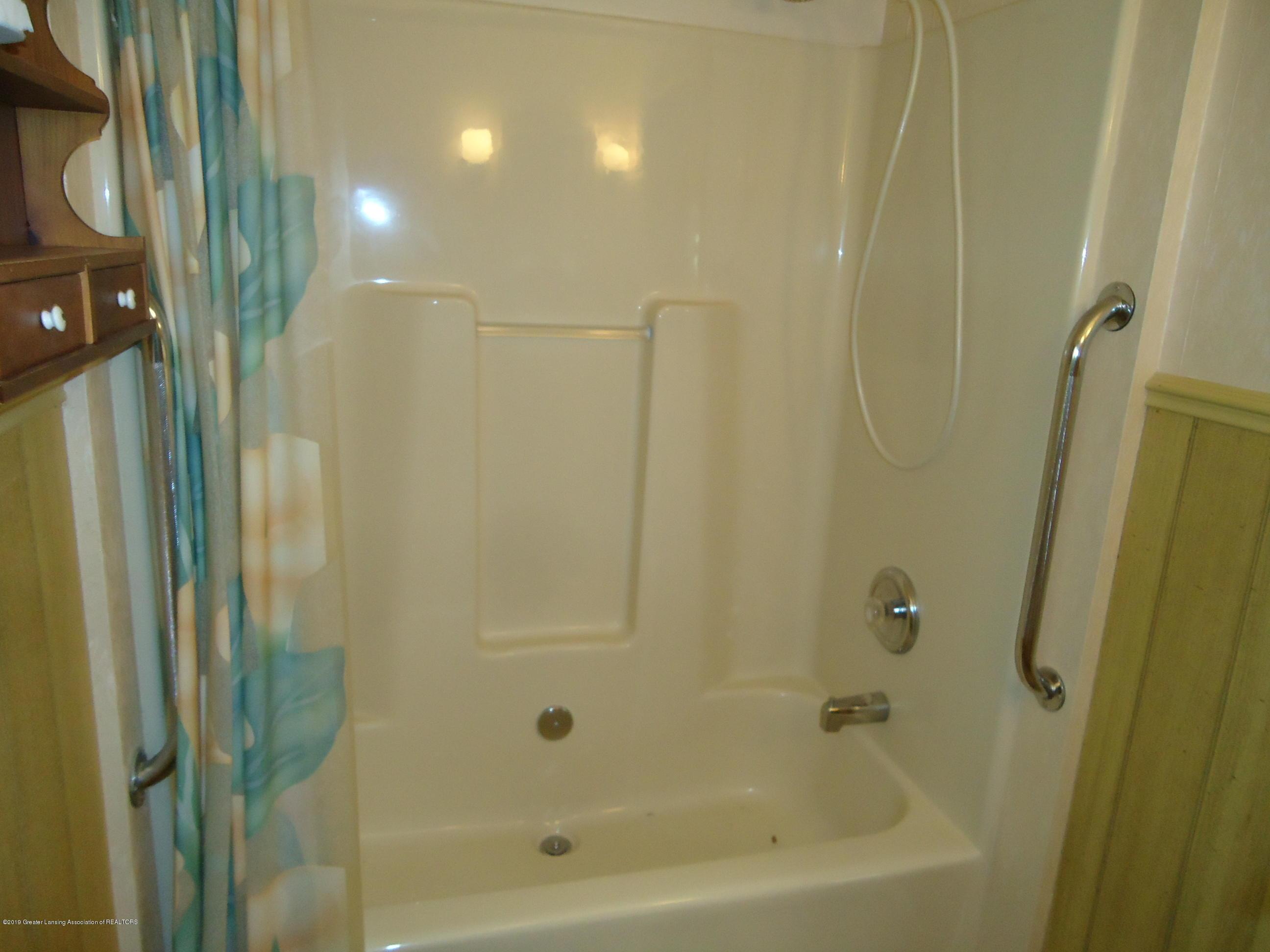 309 E Lovett St - 18 Bathroom 1 - 14