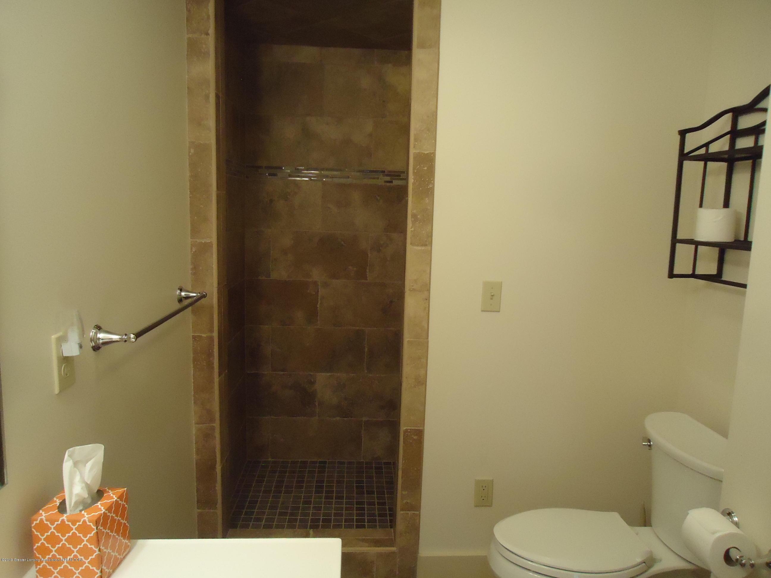 309 E Lovett St - 23 Bathroom 2 up - 19