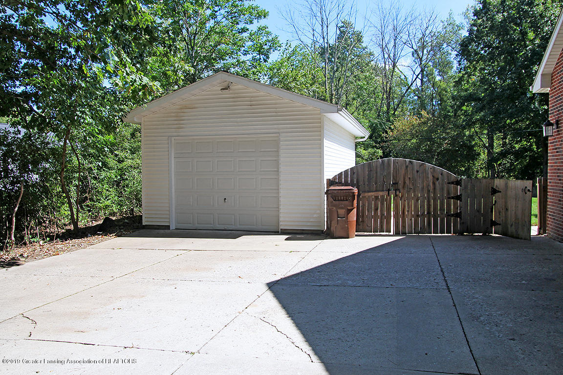 4084 Hulett Rd - One car drive through garage - 44