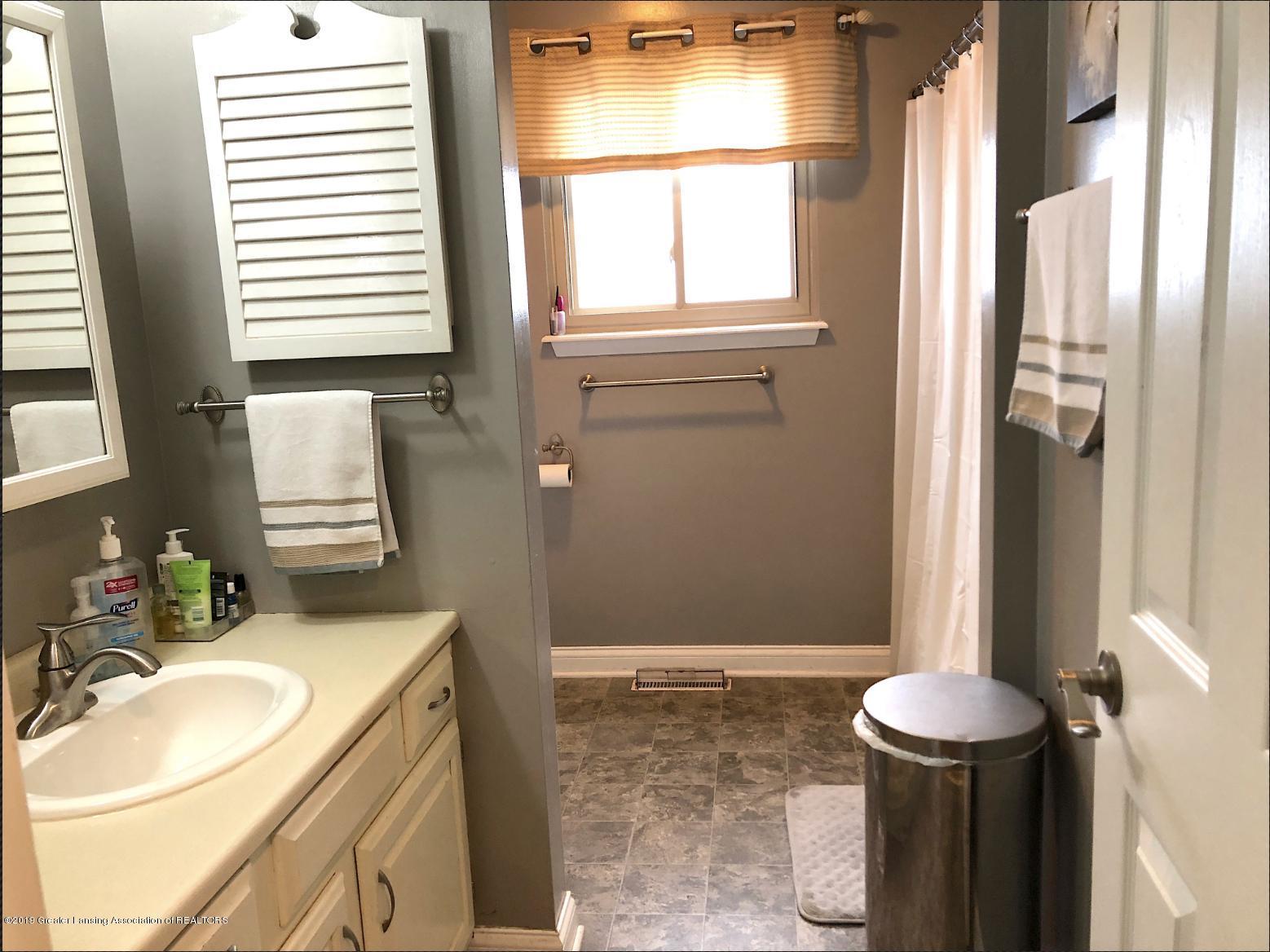 2602 Wilson Ave - Bathroom - 7