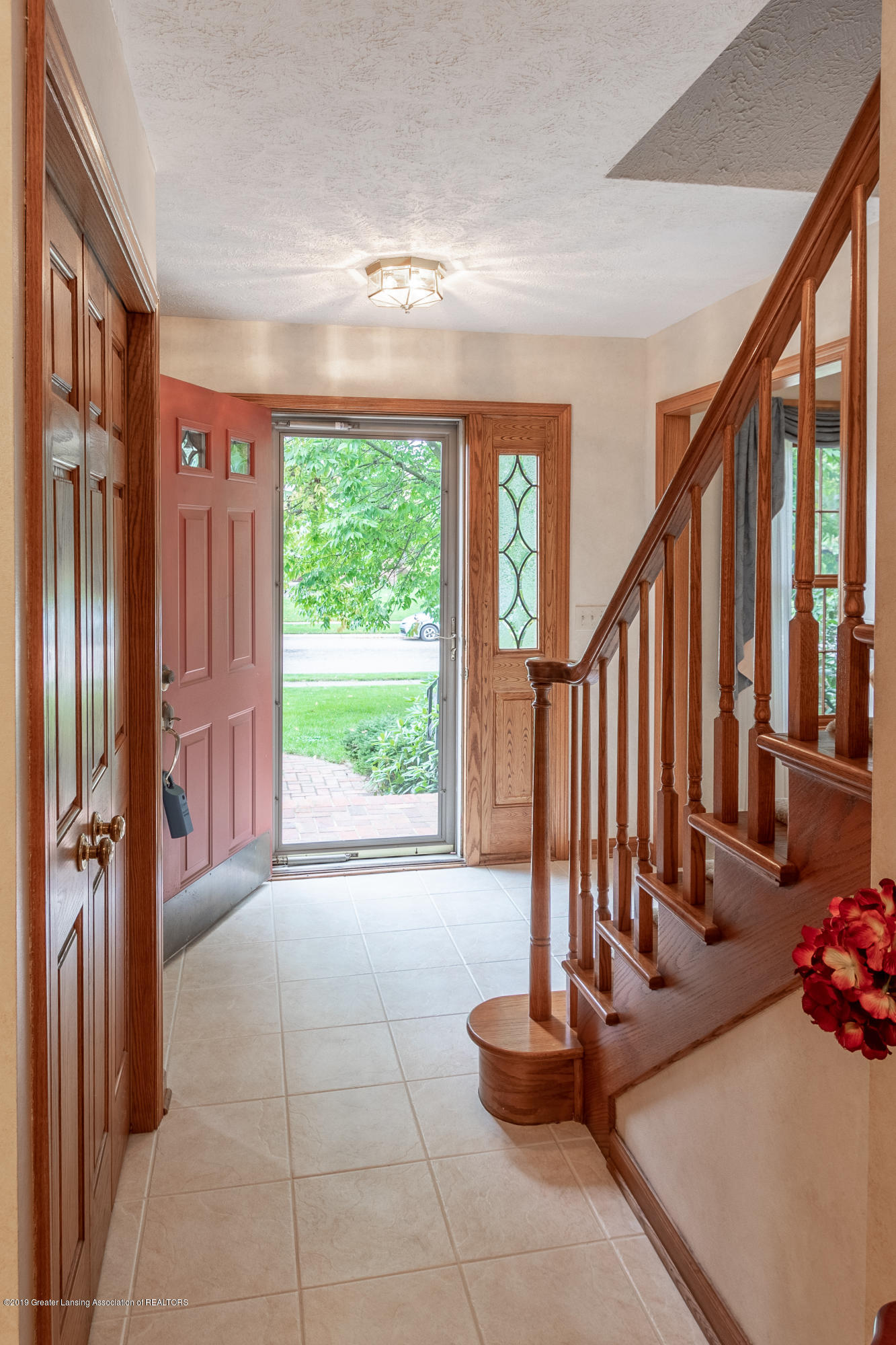 1871 Yosemite Dr - Foyer - 8