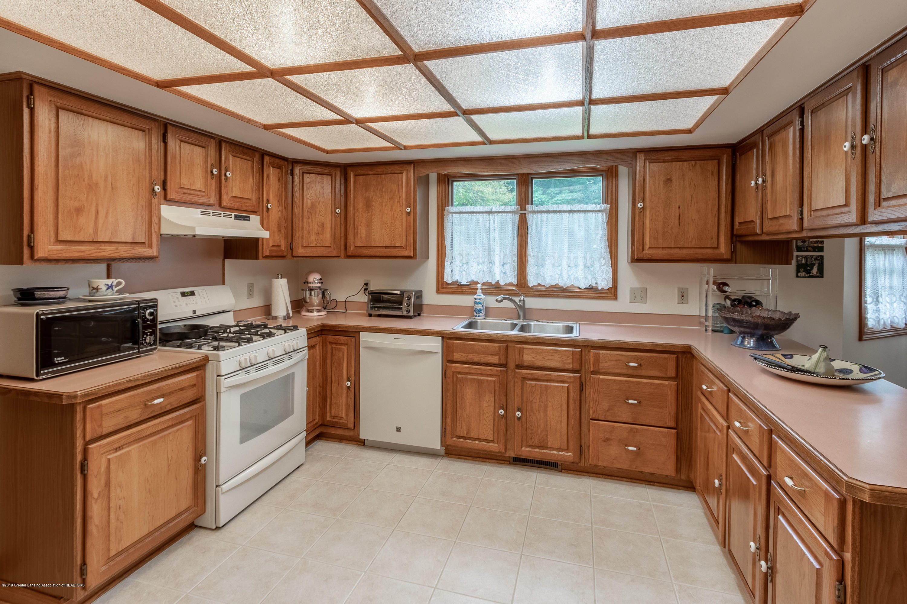 1871 Yosemite Dr - Kitchen - 14