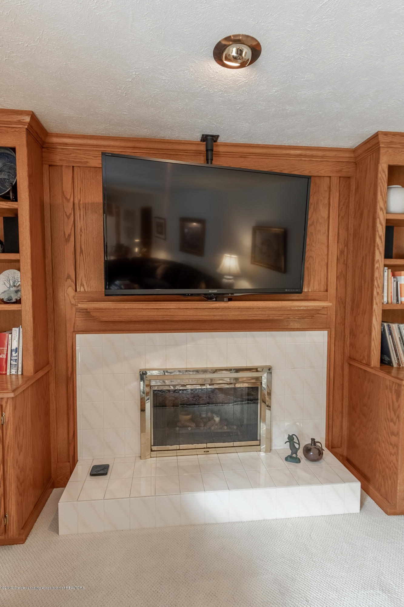 1871 Yosemite Dr - Fireplace - 22