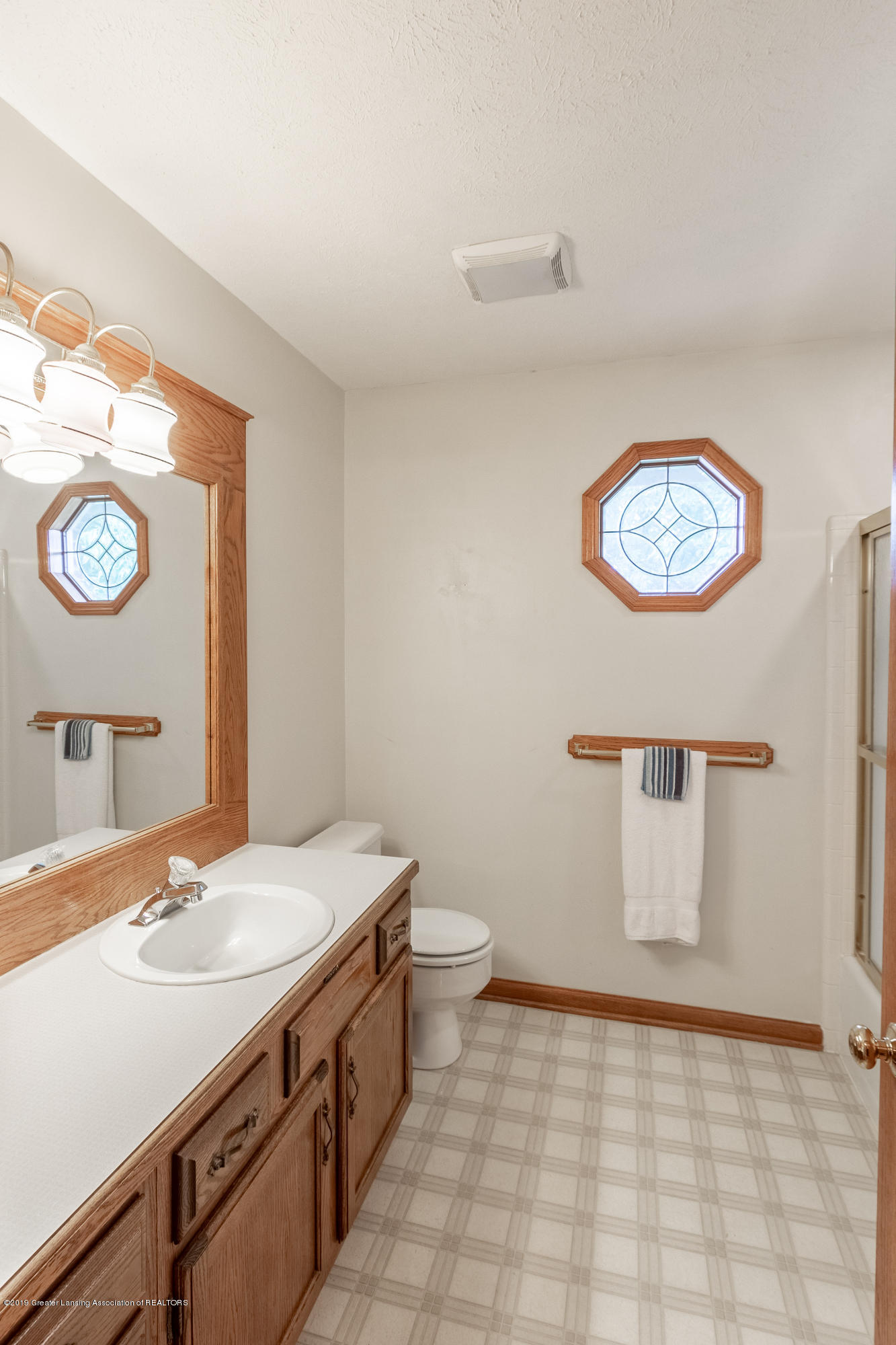 1871 Yosemite Dr - Full Bathroom - 38