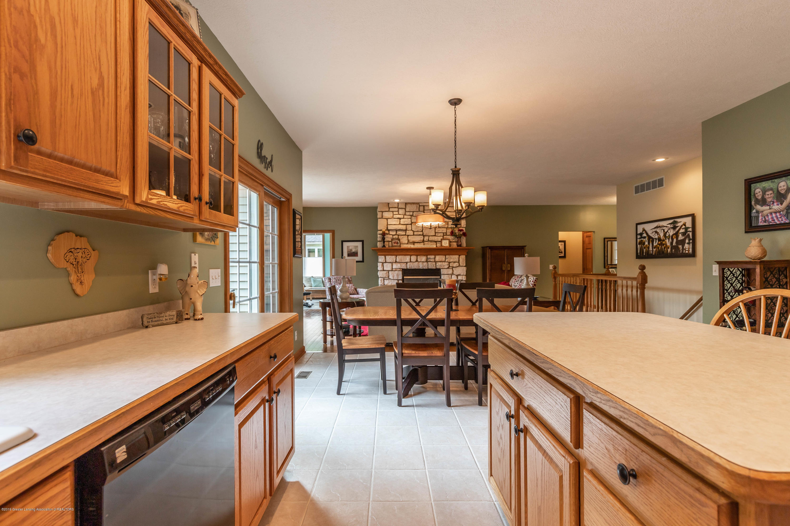 13185 Watercrest Dr - Kitchen - 14
