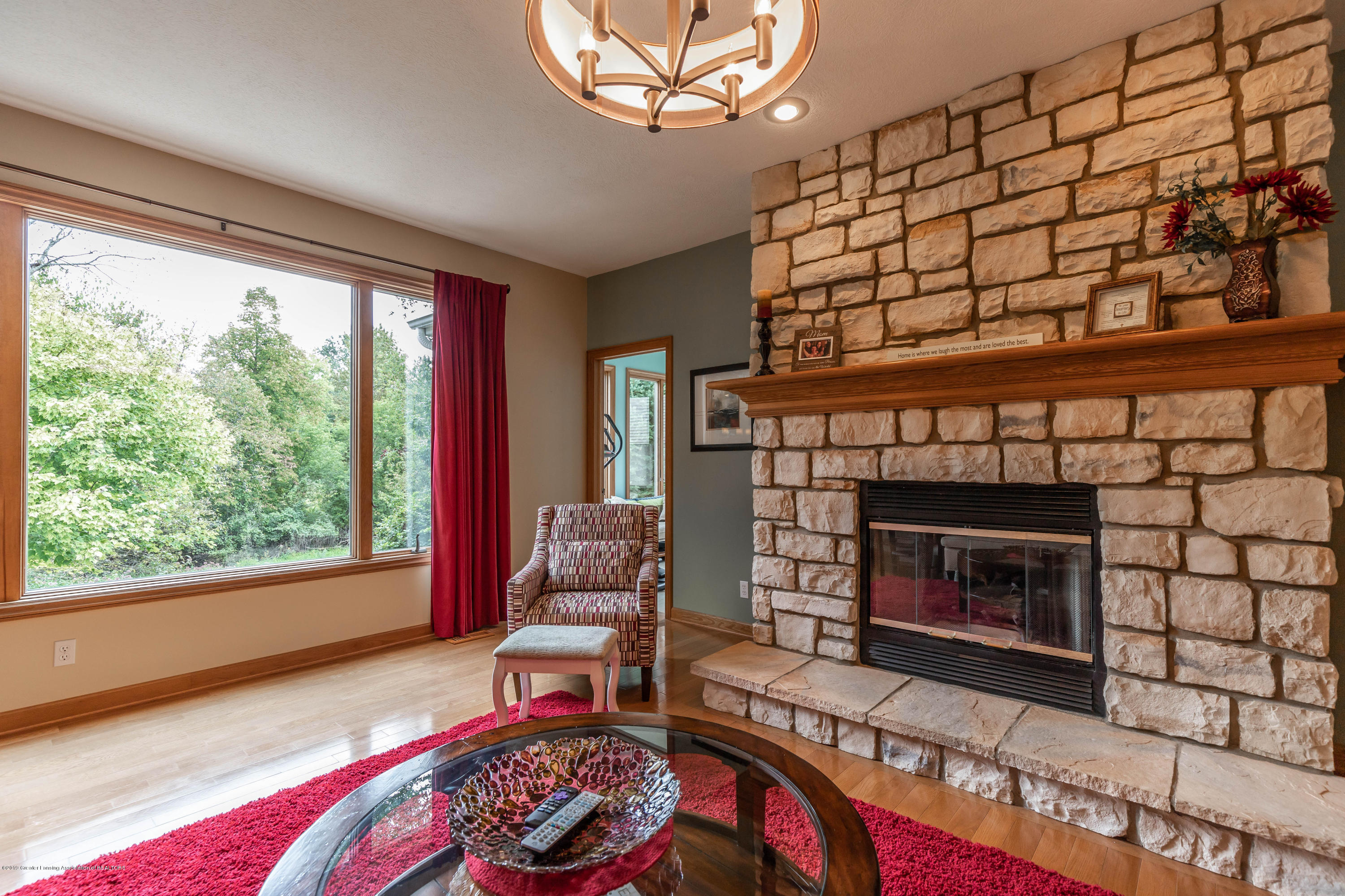 13185 Watercrest Dr - Fireplace - 7