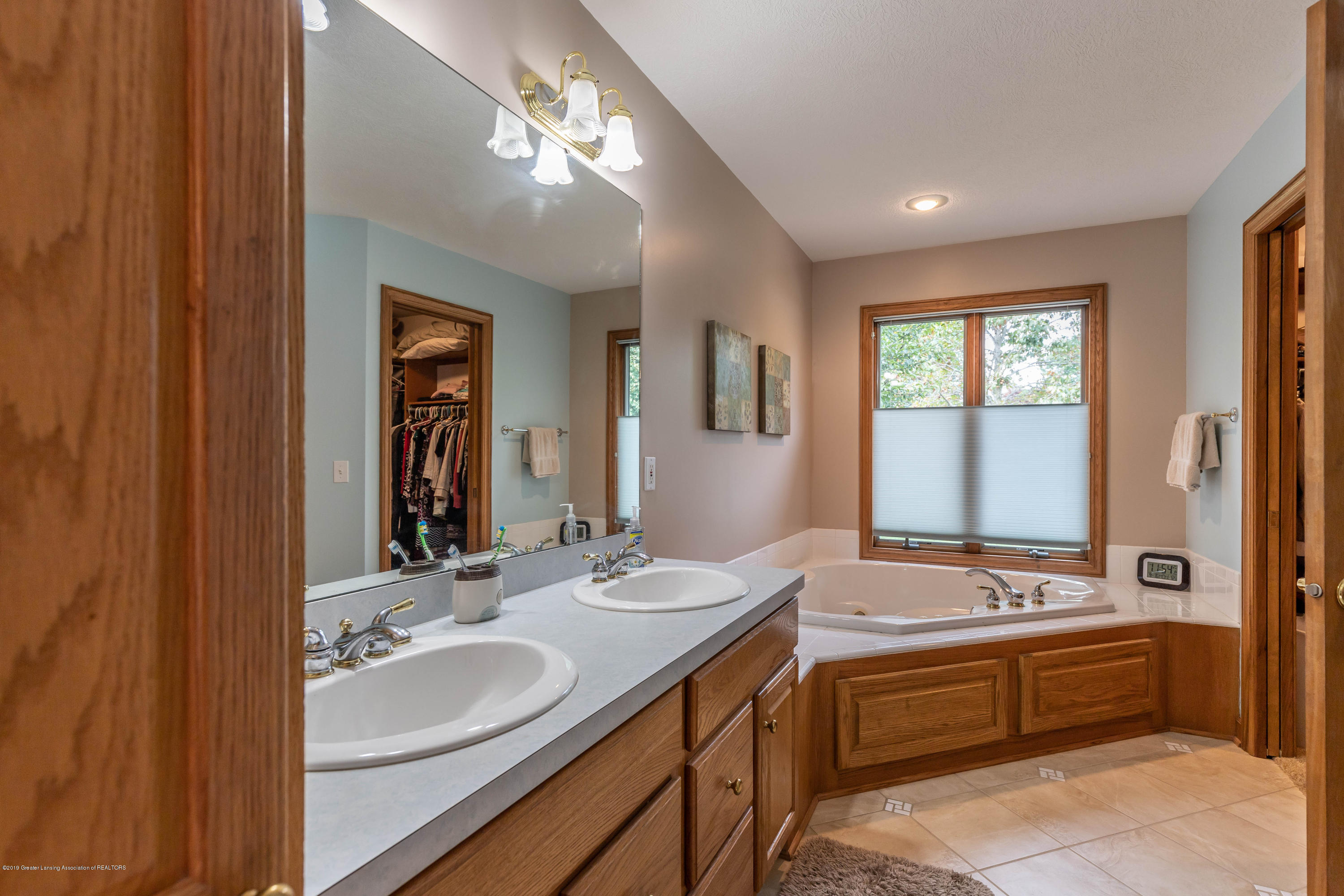 13185 Watercrest Dr - Master Bath - 24