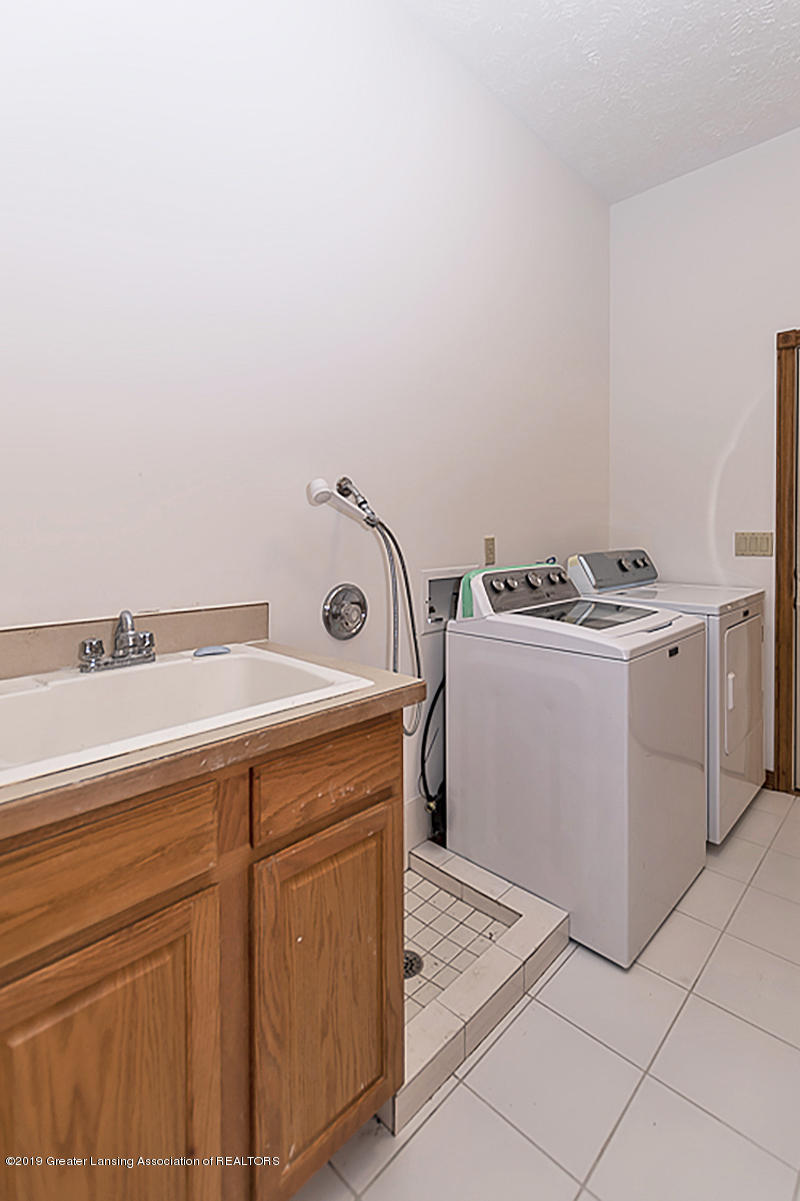 16577 Thorngate Rd - 16577 Thorngate laundry and half bath ar - 31