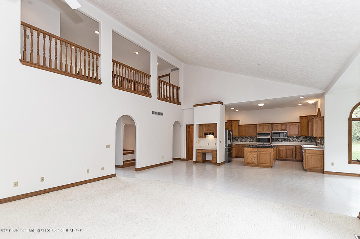 16577 Thorngate Rd - 16577 Thorngate main floor overview - 33