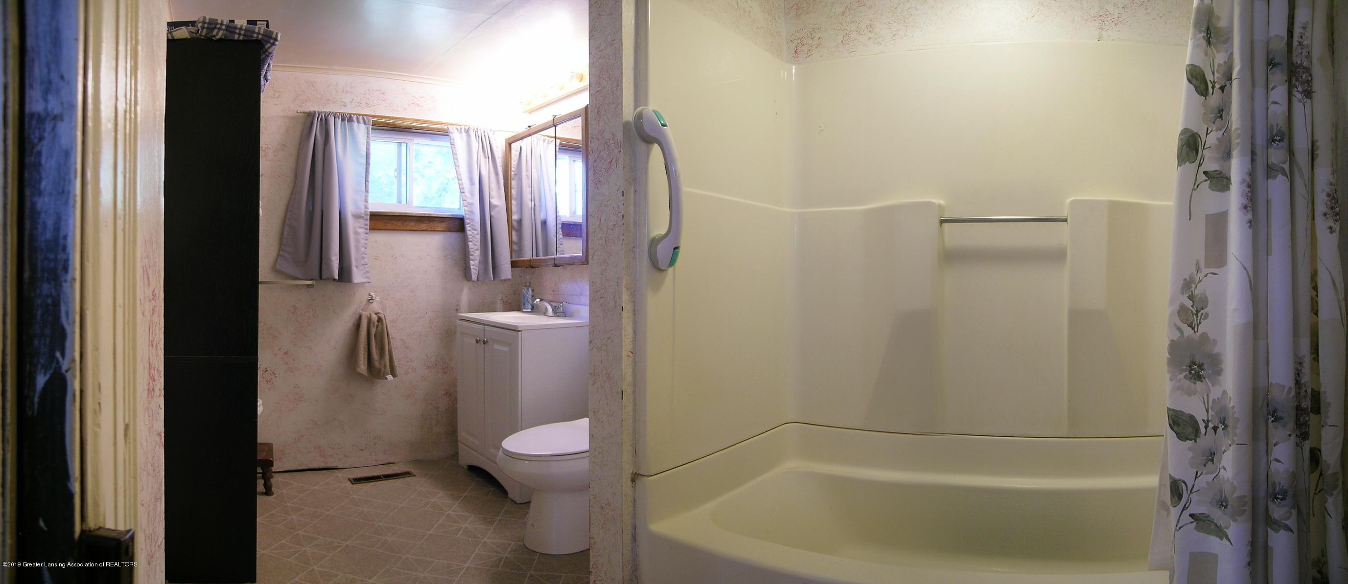 413 W Shepherd St - 11 Bathroom - 11