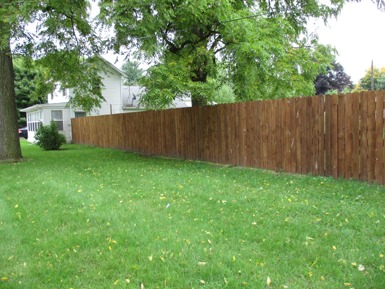 413 W Shepherd St - 13 Front yard fence - 13