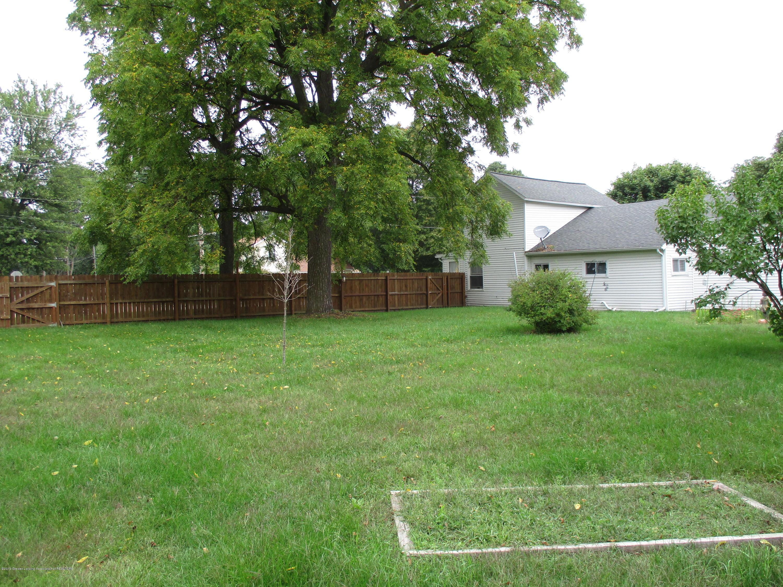413 W Shepherd St - 16 Back yard - 16