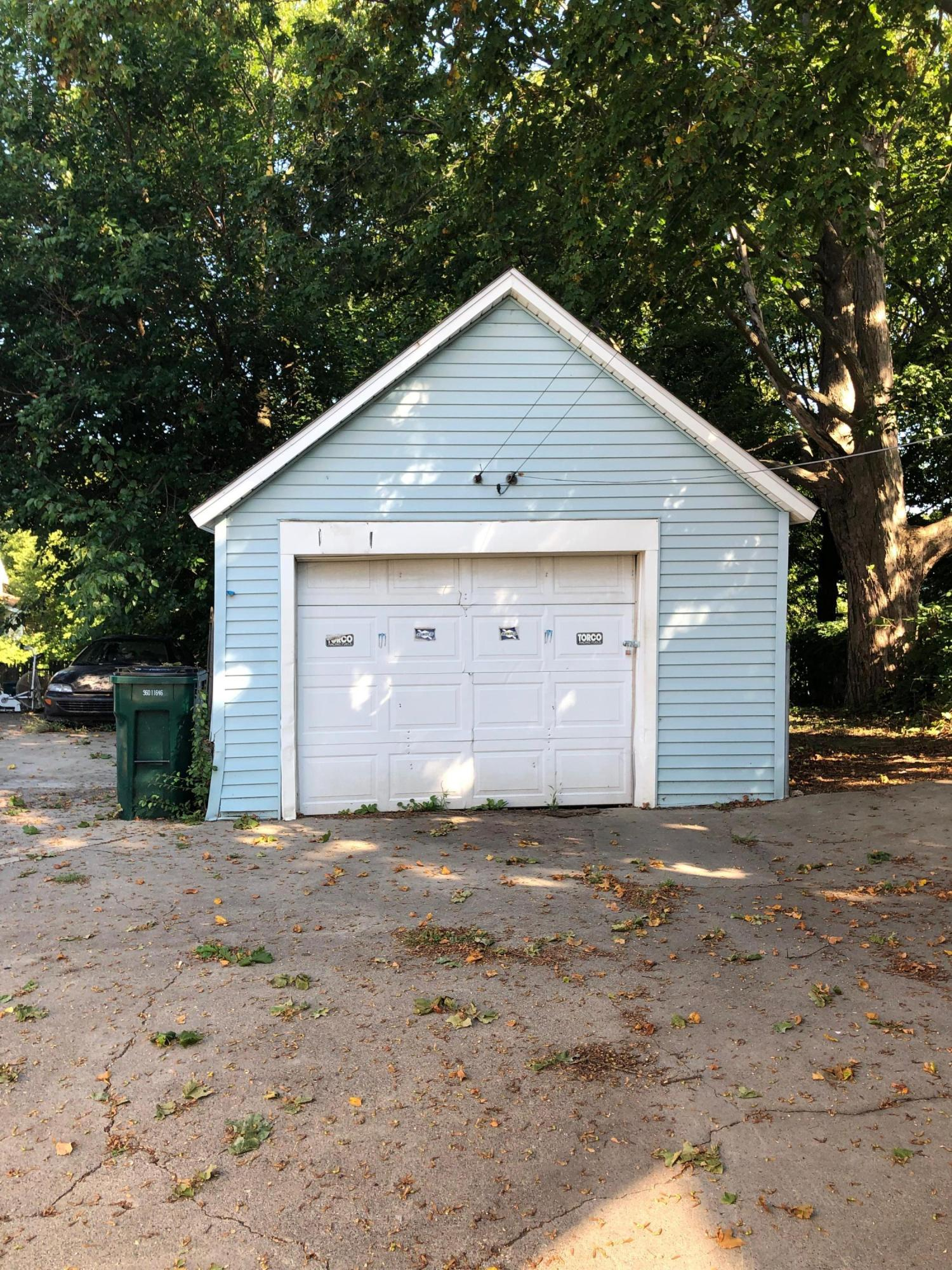 726 W Willow St - Garage - 12
