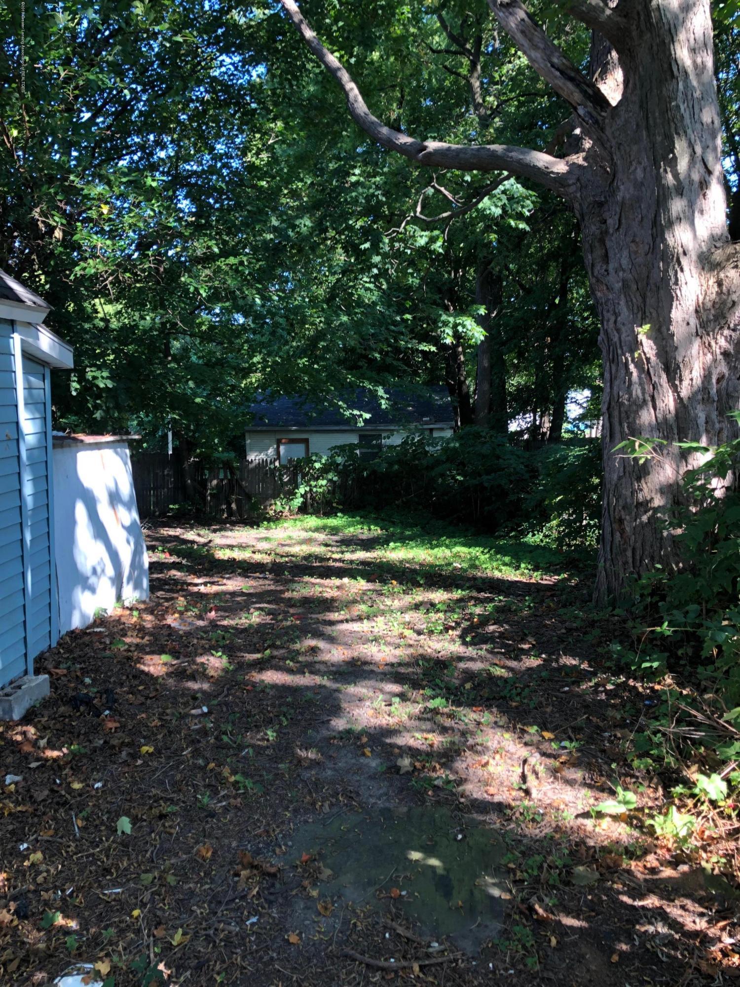 726 W Willow St - Yard - 11