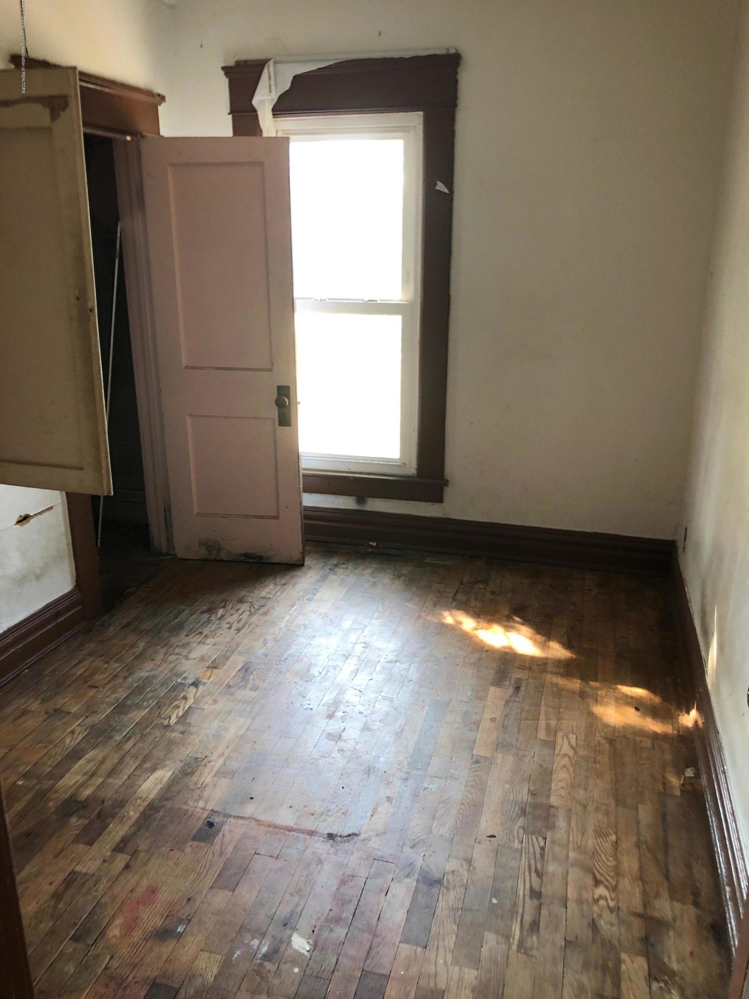 726 W Willow St - Bedroom - 5