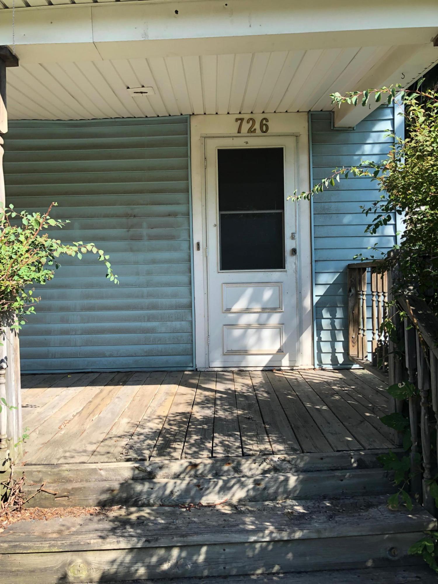 726 W Willow St - Front Door - 9