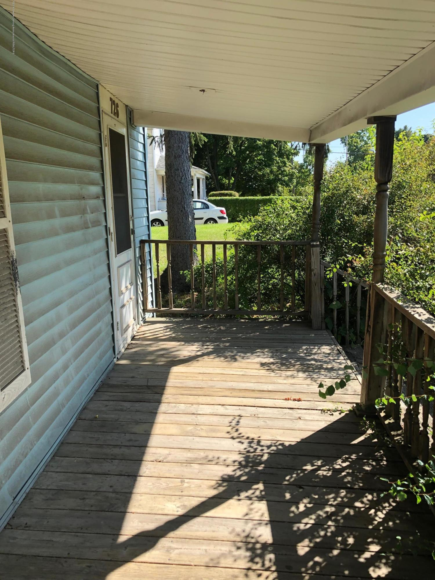 726 W Willow St - Porch - 10