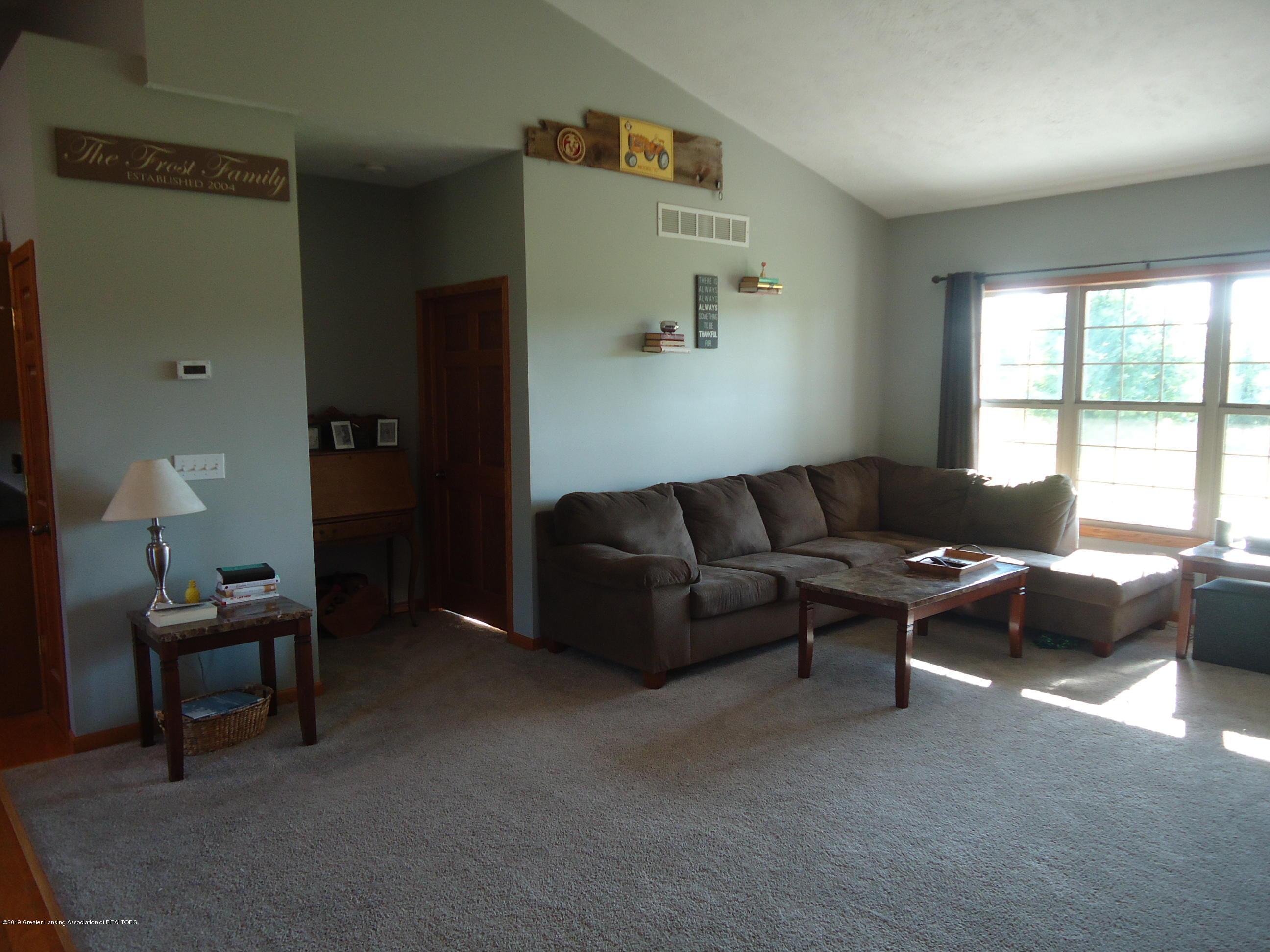 2881 Victoria Ln - 3 Living room - 3