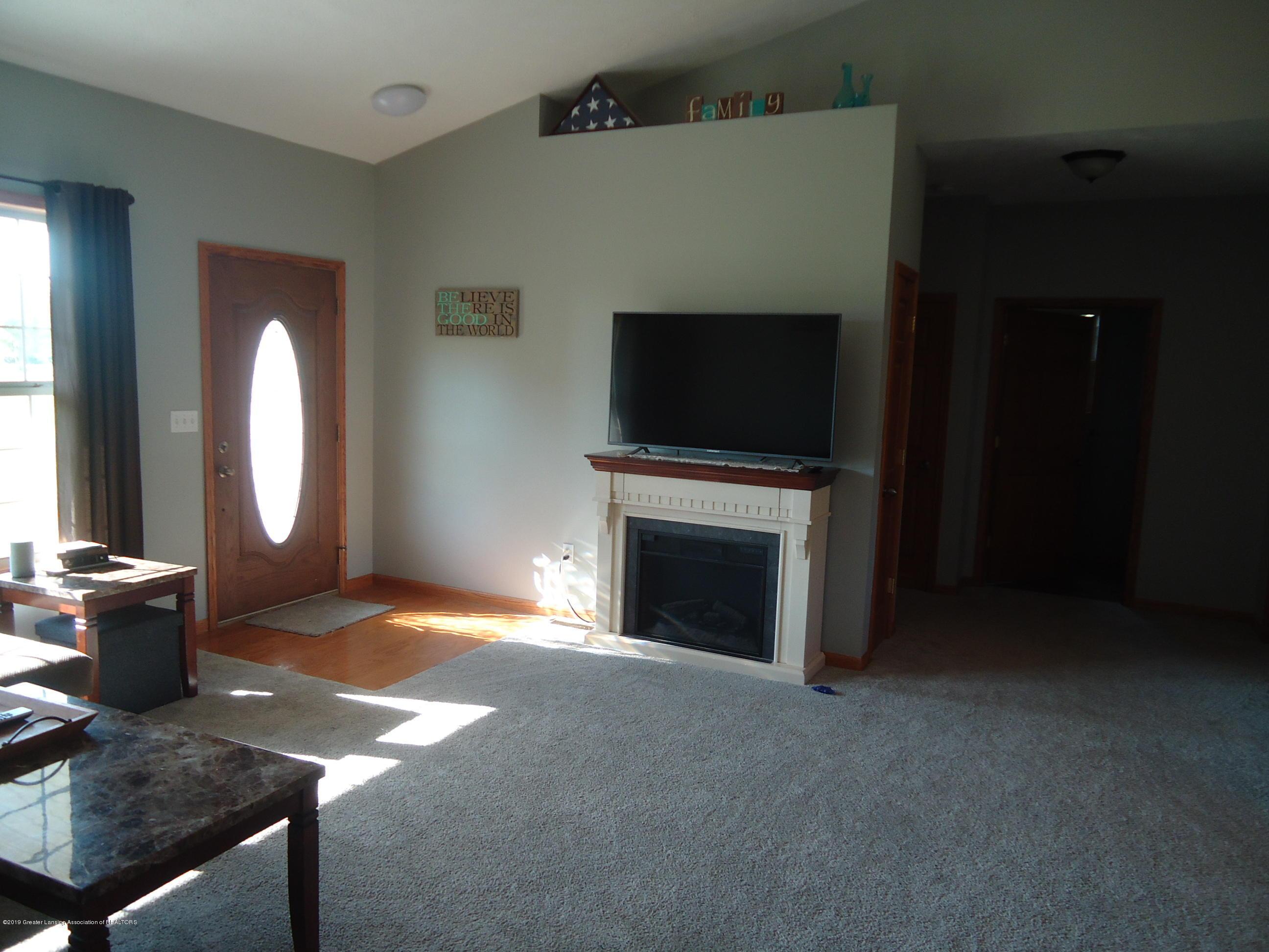 2881 Victoria Ln - 4 Living room - 4