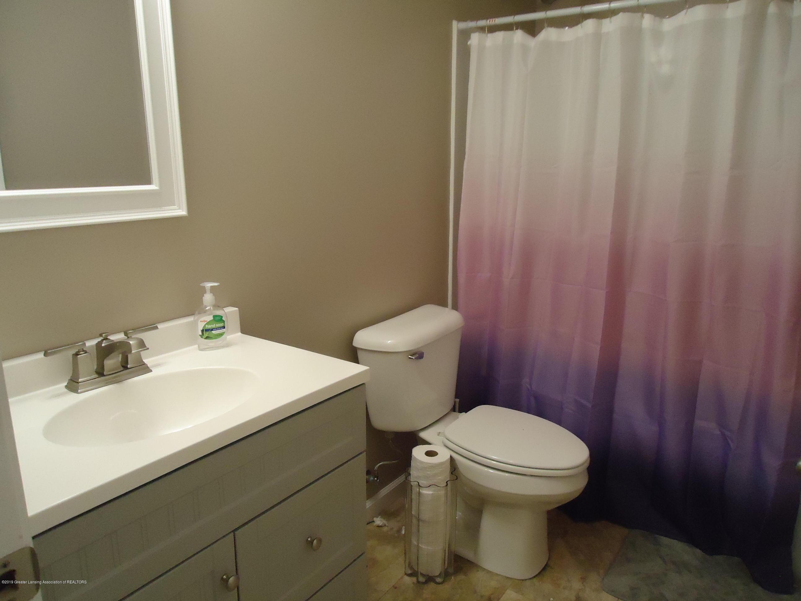 2881 Victoria Ln - 16 bathroom 2 - 16