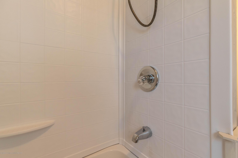607 E Baldwin St - Bathroom - 17
