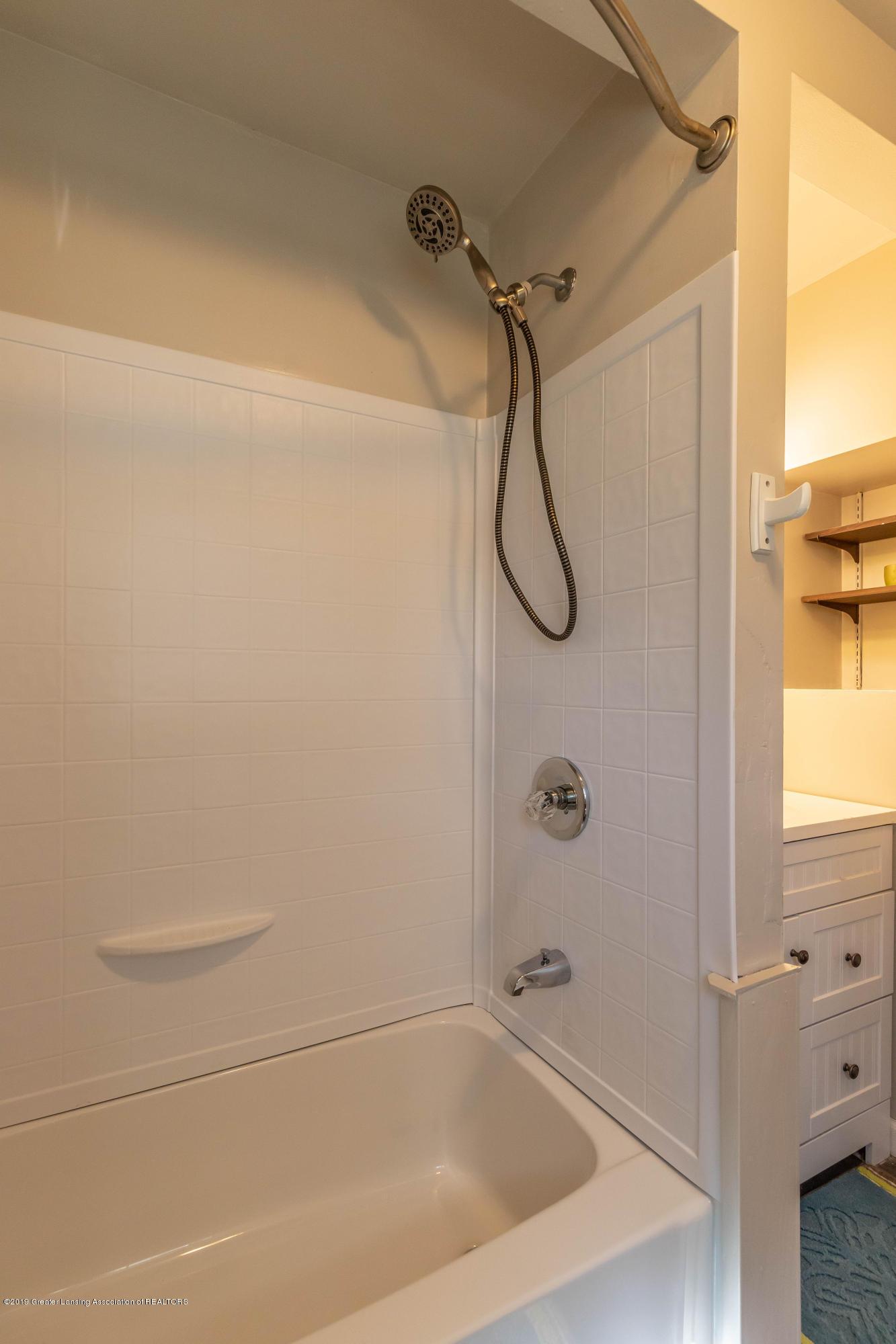 607 E Baldwin St - Bathroom - 16
