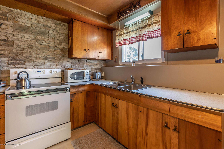 607 E Baldwin St - Kitchen - 8