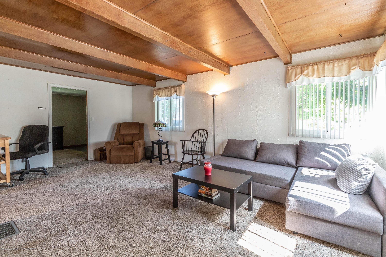 607 E Baldwin St - Living Room - 2