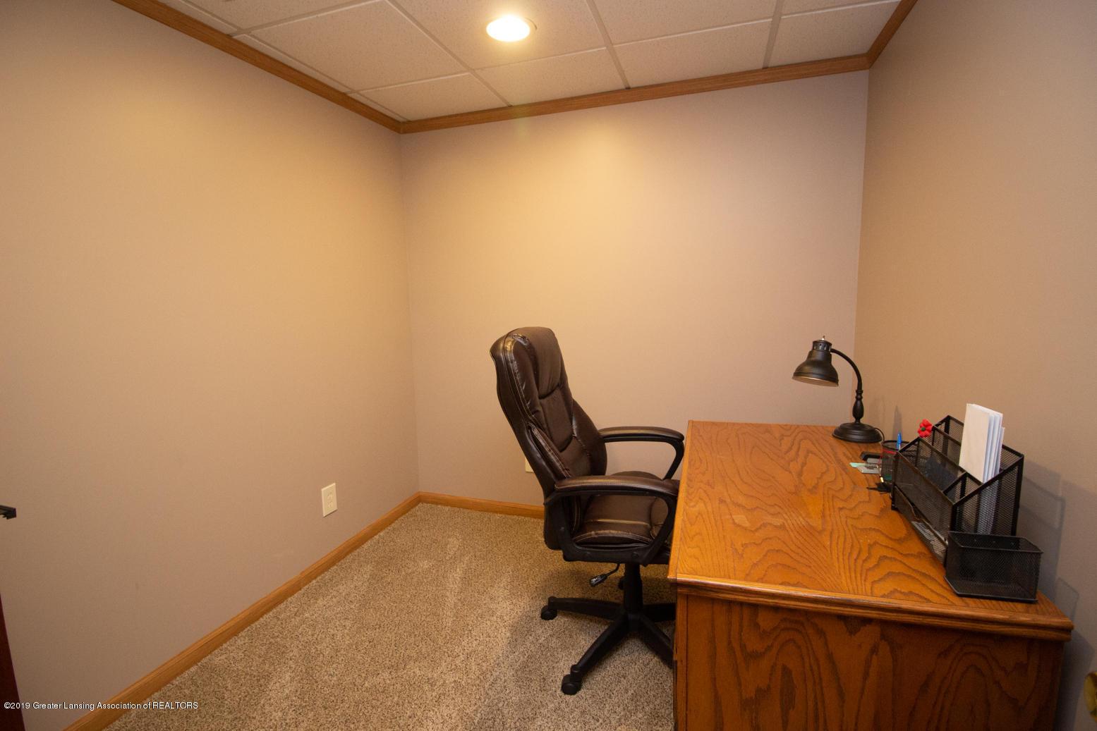 2021 Secretariat Ln - Office - 16