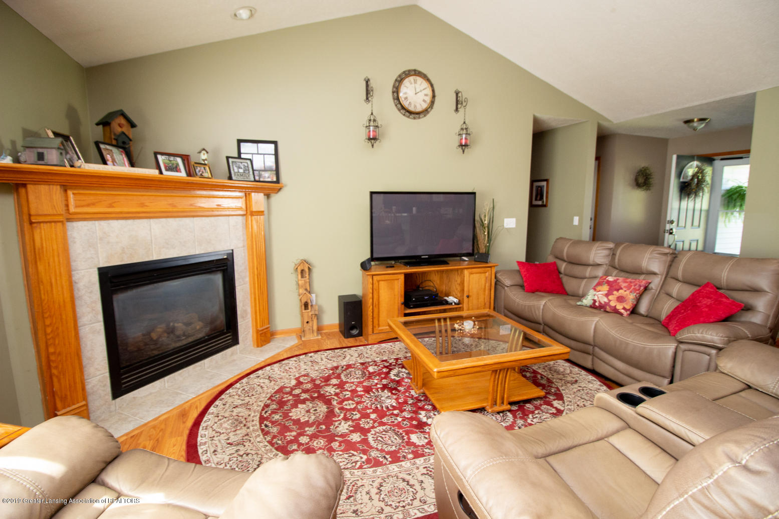 2021 Secretariat Ln - Living room - 2