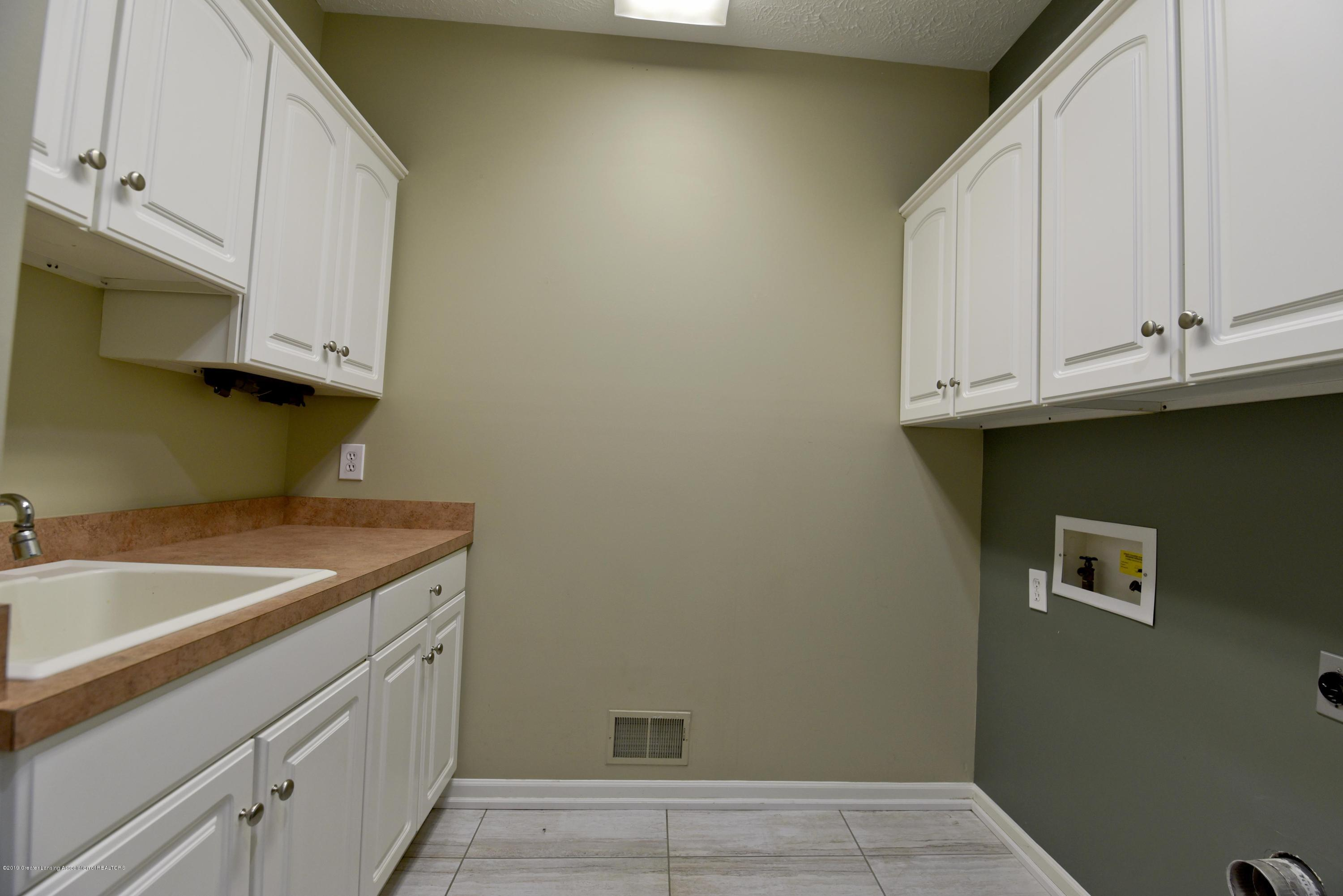 3300 Hollow Spring Dr - First floor laundry - 24