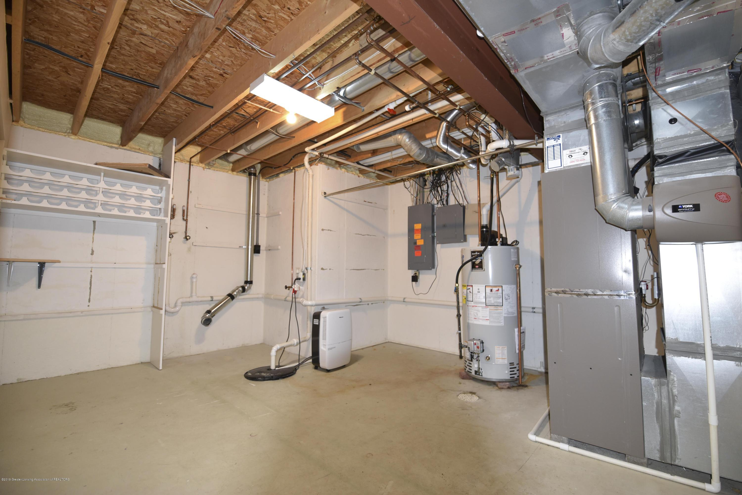 3300 Hollow Spring Dr - with lower level laundry - 39