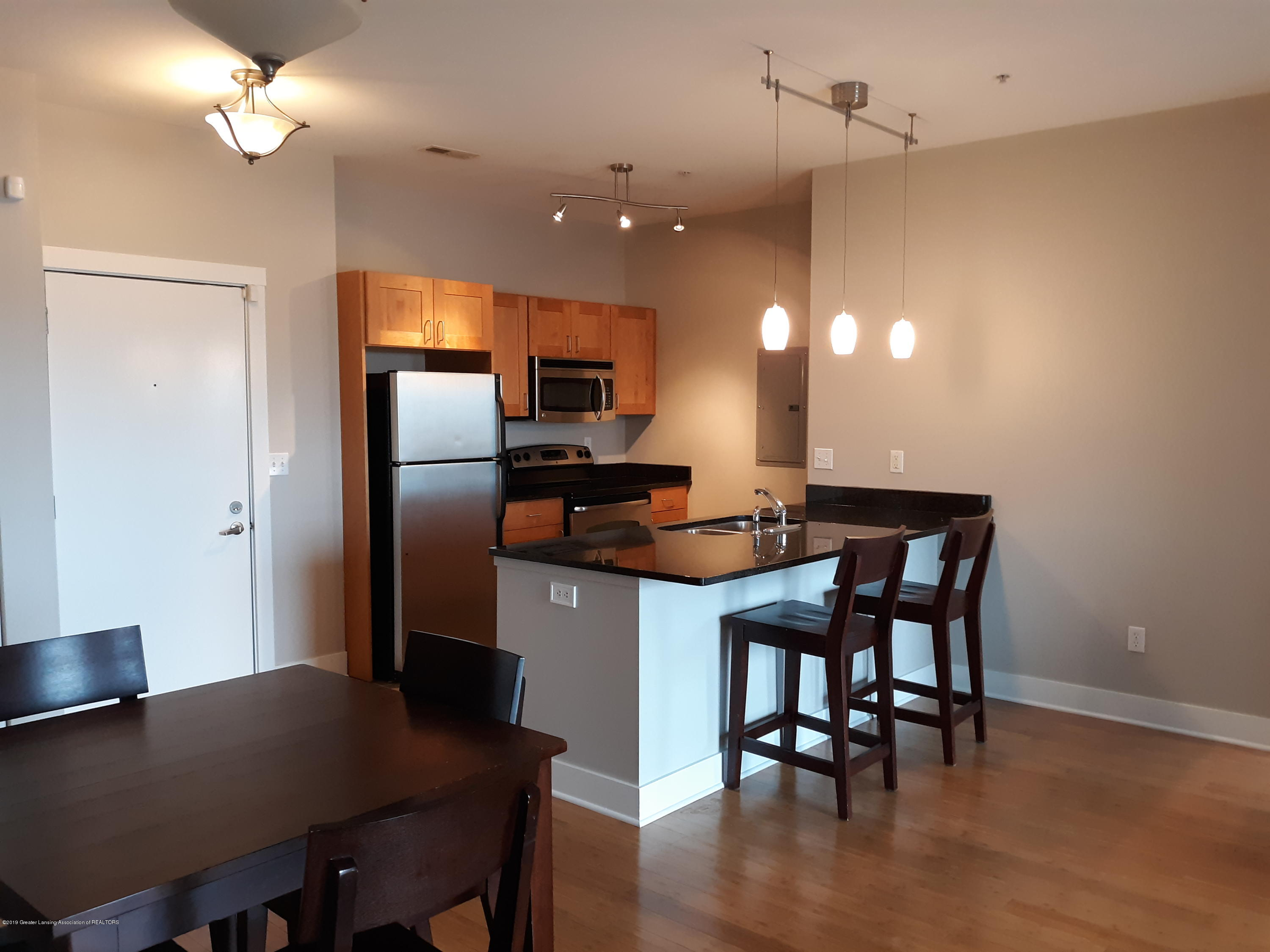 500 E Michigan Ave 407 - kitchen - 2
