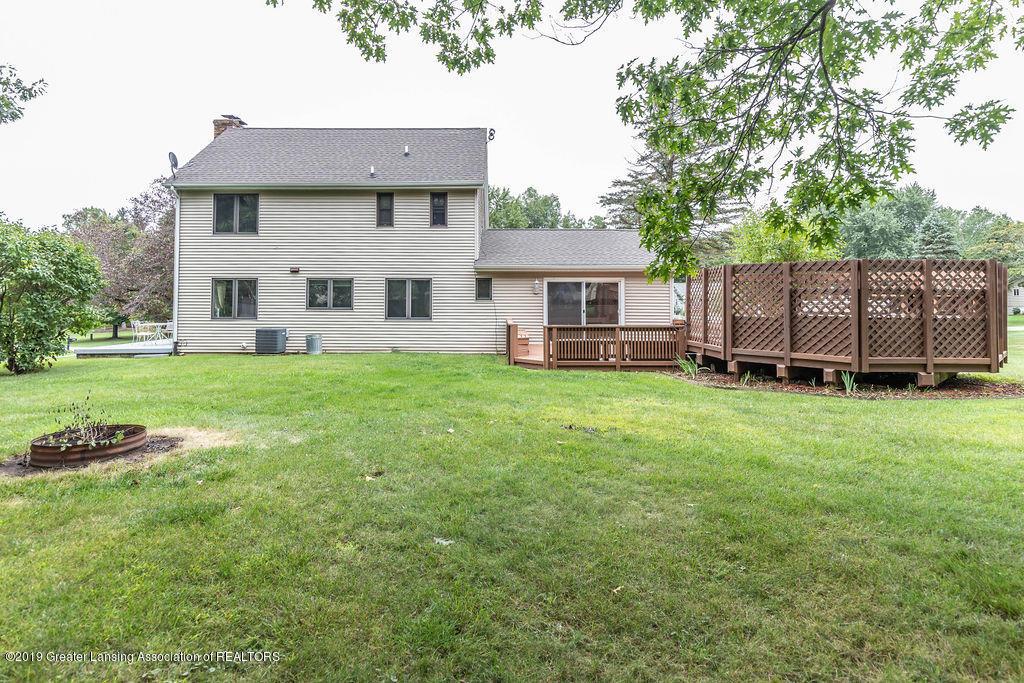 4215 Whitby Ln - Beautiful back yard - 3
