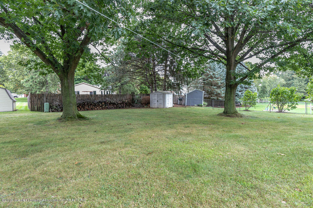 4215 Whitby Ln - back yard area - 4