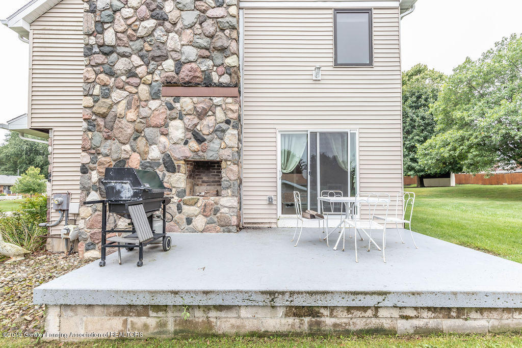 4215 Whitby Ln - Side patio - 7