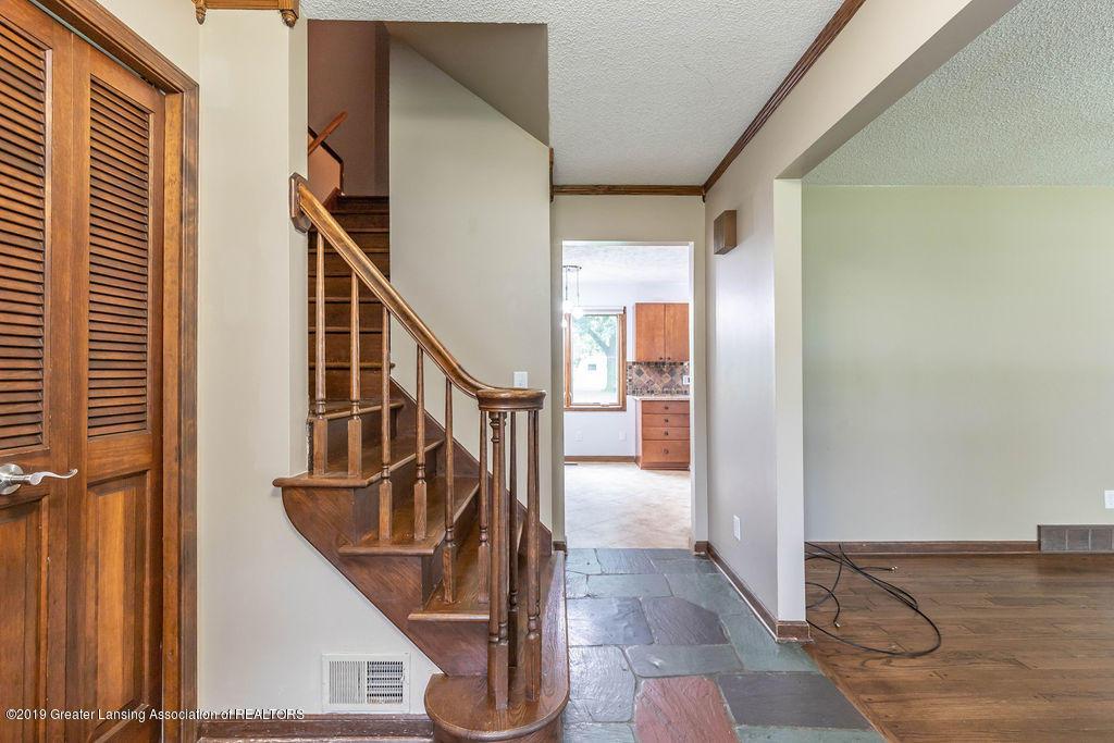 4215 Whitby Ln - Foyer - 9